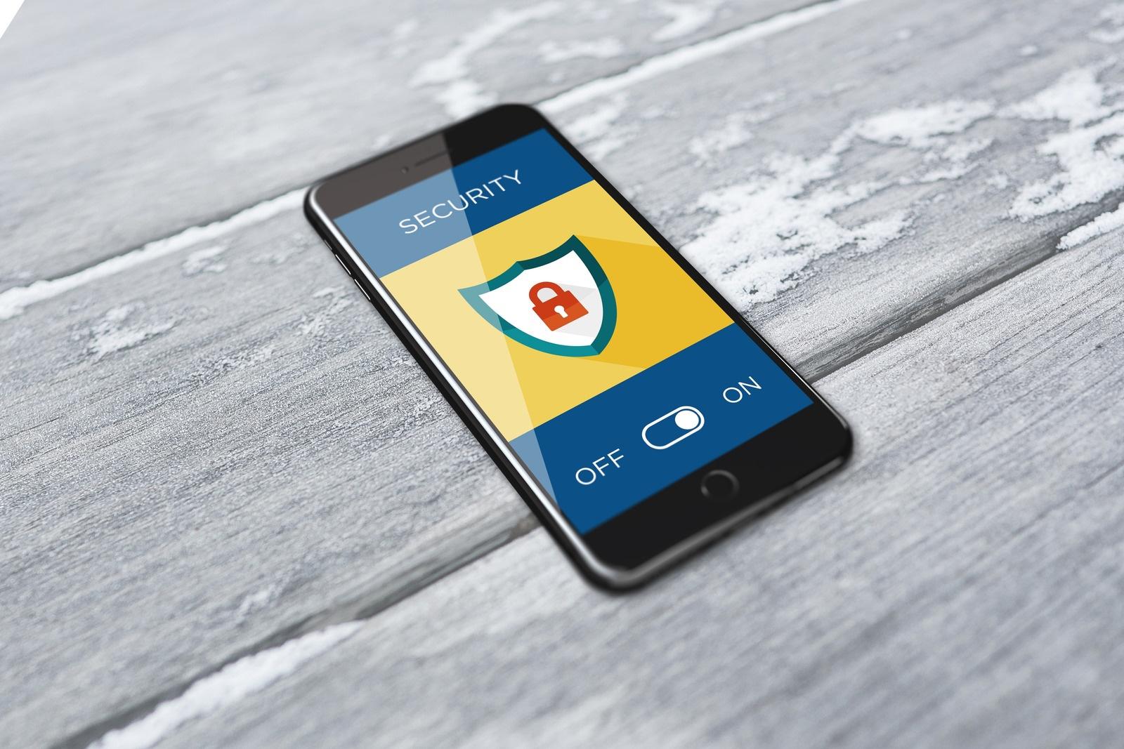 Foto von BiljaST--2868488: https://www.canva.com/photos/MADQ5O6pNv4-smartphone-showing-activated-security-system/